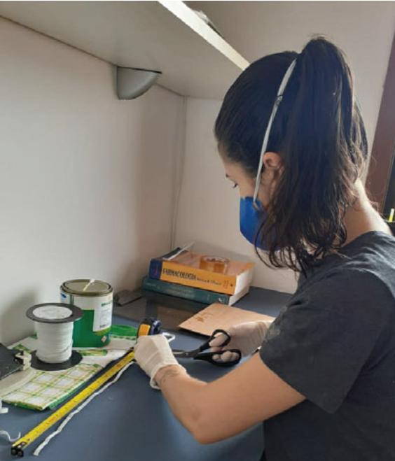 Confecção de Máscaras de Proteção Face Shields - Arquivo pessoal dos alunos FAMED UFRGS